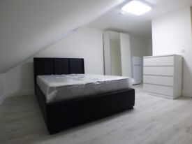New Luxury Room within Fully Renovated House, close to Town Centre, Train Station, Motorway