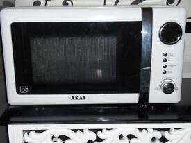 AKAI Microwave Oven. 700W model No. A24005