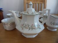 Eternal Beau Tea Pot and Tea Set Excellent Condition, Bearly used (Bargain)