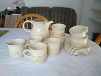 Lovely vintage six 6 person tea set Biltons Made in England
