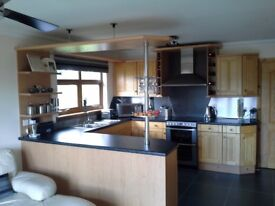 KITCHEN IN IMMACULATE CONDITION. OPEN TO OFFERS (AVAILABLE IMMEDIATELY & CAN BE DELIVERED LOCALLY.