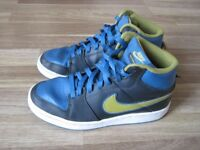 Nike Trainers - Size 4