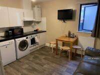 3 bedroom flat in Marsh Street, Bristol, BS1 (3 bed) (#948265)