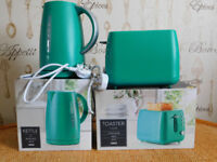 BRAND NEW TESCO TURQUOISE KETTLE AND MATCHING TOASTER