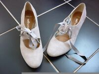 Clarks super-soft kitten heels, size 5.5