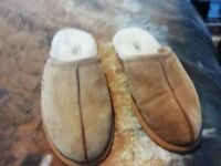 mens Size 8 UGG Slippers
