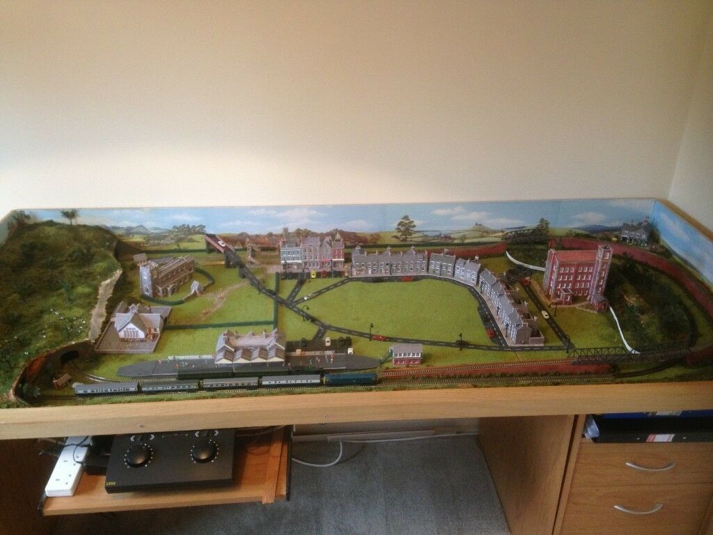 N Gauge model railway layout with engines and carriages Layout size is 6ft  6 inches x 2ft 7 inches | in Verwood, Dorset | Gumtree