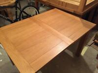 Oak dinning table that extends