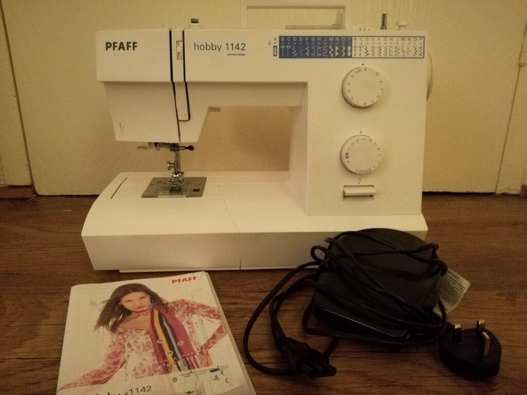 Pfaff Hobby 1142 sewing machine with booklet £200 or best offer