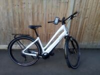 **SPECIALIZED TURBO COMO 2018 EXCELLENT CONDITION WHITE UK**
