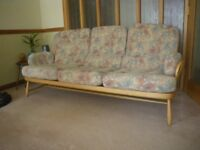 ERCOL JUBILEE SOLID BEECH WOOD 3 SEATER SETTEE. EXCELLENT CONDITION.