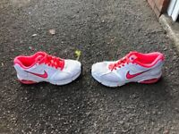 NIKE TRAINERS SHOES SIZE 5 EXCELLENT CONDITION