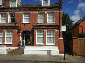 Available now -Bedsit near to tube.
