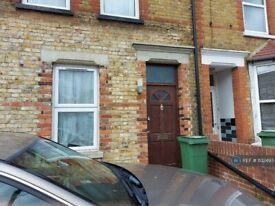 2 bedroom flat in Old Tovil Road, Maidstone, ME15 (2 bed) (#1132493)