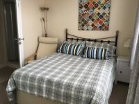 Double room in friendly house in Filton with ensuite shower room & kitchenette