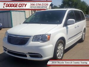 2014 Chrysler Town & Country Touring   FWD - Backup Cam, Nav, Uc