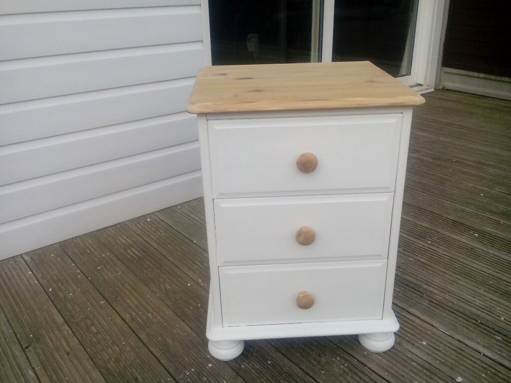 Pine solid shabby chic single bedside cabinetin Braintree, EssexGumtree - Pine solid shabby chic single bedside cabinet with natural pine top and handle all solid pine with dove tail drawers size 24 high 16 deep 17 wide inches braintree