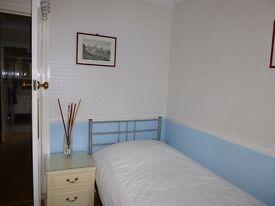 Mon-Fri - Single room in lovely family home (bills included) SE12 LEE