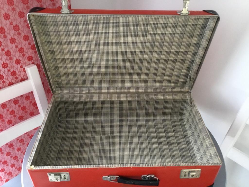 Vintage kazeto suitcase 1950 red