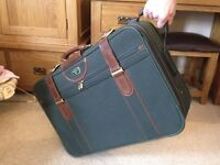 1 Quality Lockable Green Wheeled Suitcase Made by Antler - Excellent Condition