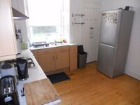 *** WELL PRESENTED 2 BED FLAT - £900 Per Month- ALL INCLUSINE - AVAILABLE FOR SHORT TERM LEASE***