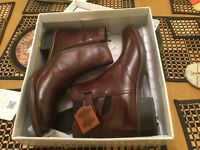 Fashionable and new ladies leather boots