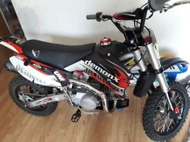 DEMON X PIT BIKE 125CC 4 STROKE,ONLY HAD ONE OWNER AND ONLY RIDDEN FOR ABOUT 5HRS