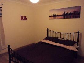 female to shear nice clean 3 bedroom house in carlton nottingham