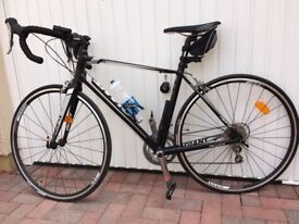 IMMACULATE - NEVER USED GIANT DEFY 2 ROAD BIKE 2014 - SIZE M/L 53.5 CM