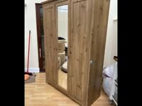 Large oak wardrobe vgc can deliver and assemble