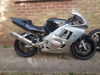 Honda CBR600F2 Race/Trackbike with vast Spares inc Wets on wheels, discs, exhaust,fairing,controls+