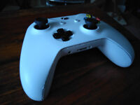 Official Microsoft Xbox One Wireless Controller in white