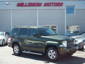 2009 Jeep Liberty 4WD SPORT & NORTH PKGS / SUNROOF / MUST SEE!!