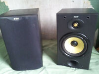 B&W 601 loudspeakers good condition, broken tweeter on one, cover on other has wax