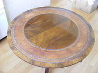 Mahogany veneer pedestal table with leather inlay
