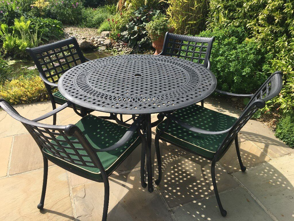 Garden patio table chairs x4 cushions umbrella stand
