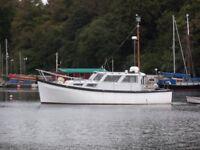 32ft Motorcruiser / Houseboat