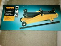 Halfords 2 tonne trolley jack & axle stands