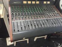 Yamaha 1204 mixing desk
