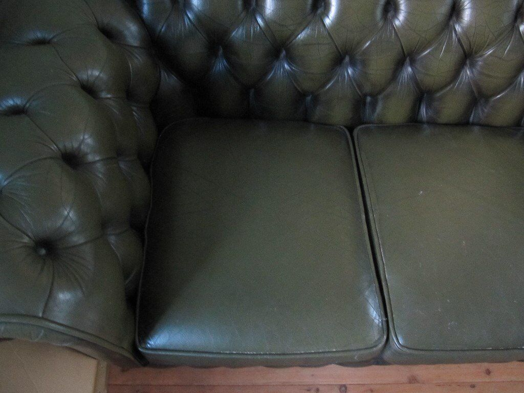 Green leather chesterfield 3 seater settee. Good condition.