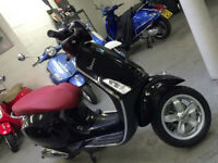 Vespa Primavera 2015 50cc in excellent condition for sale. Very low mileage. used for only 9 months.