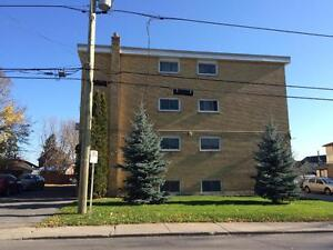 SPACIOUS 2 BED IN SECURE BUILDING! CARPET FREE! 3- 677 Victoria