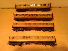 Hornby 61ft LNER Teak Finish Coaches R477, R4171, R436, R1039