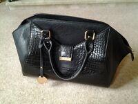 Ladies DUNE handbag.