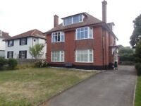 SPACIOUS FIRST FLOOR 3 BEDROOM FLAT - CLOSE TO BEACH - SUITABLE FOR WORKING COUPLE - £1000PCM