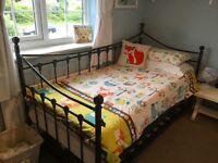 Black Metsl Frame Day Bed With Trundle