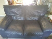 3 & 2 seater dark blue leather sofas. Very comfortable, in good used condition, 150x92 & 200x92 cms.