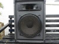 speaker cabinet with 12 inch speaker