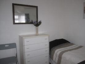 Short let room- weekly rent £100- quiet room