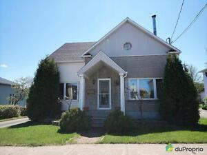 189 000$ - Maison 2 étages à vendre à La Baie Saguenay Saguenay-Lac-Saint-Jean image 2